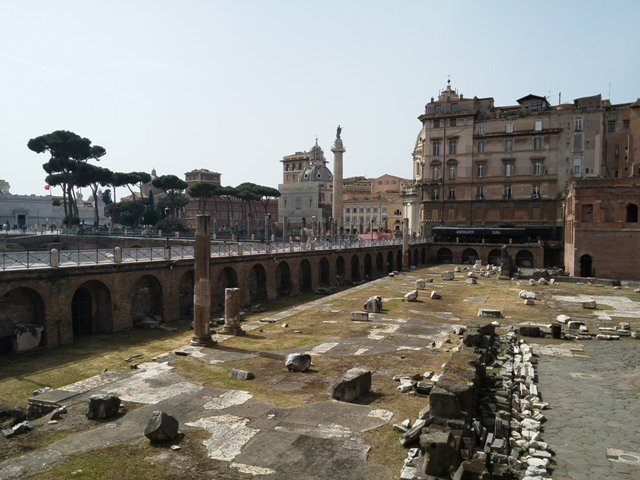 Detached palace in historic center of Rome