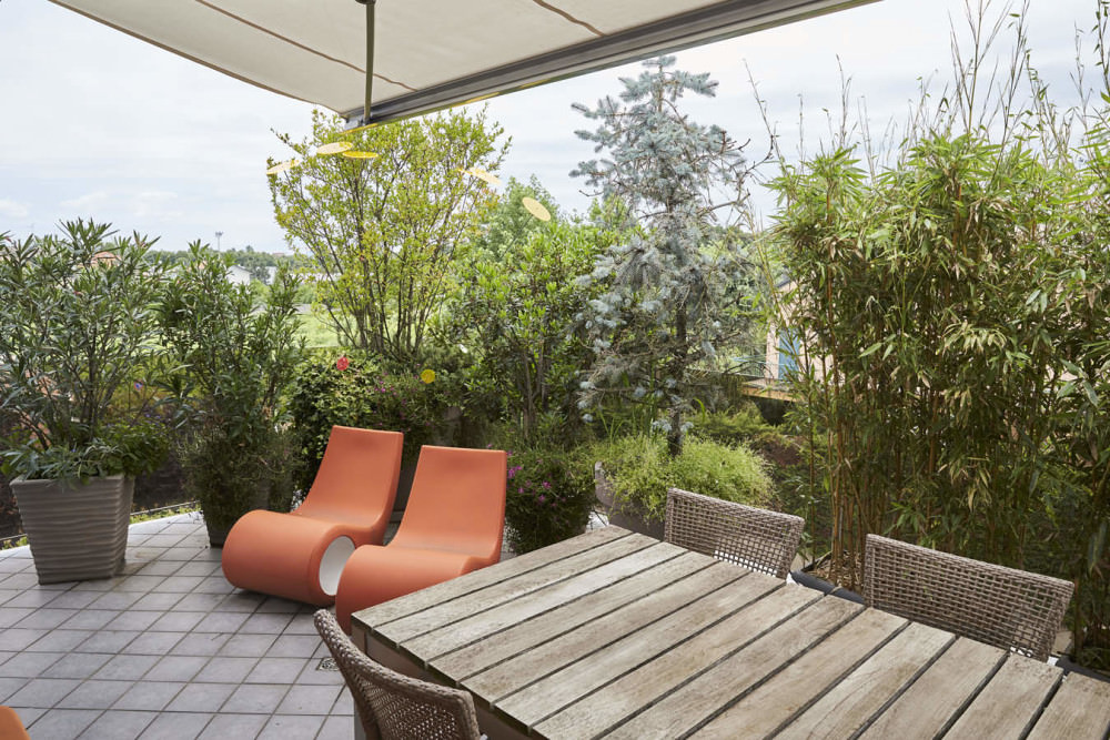 Apartment with terrace in a neighborhood of Milan