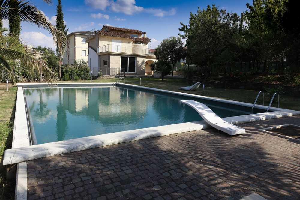 Villa with a swimming pool in a Tuscan medieval town