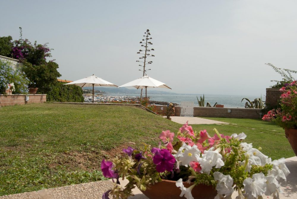 Villa with direct access to the beach