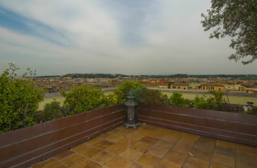 Prestigious penthouse with panoramic terrace in Rome