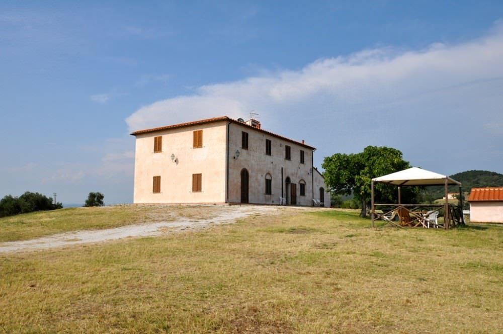 Estate with wine production in Tuscany