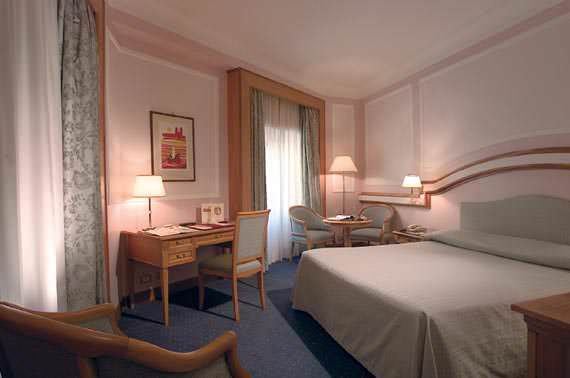 4* hotel in the historical center of Rome