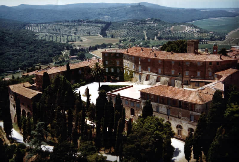 Unforgettable vacation in a medieval castle in Tuscany