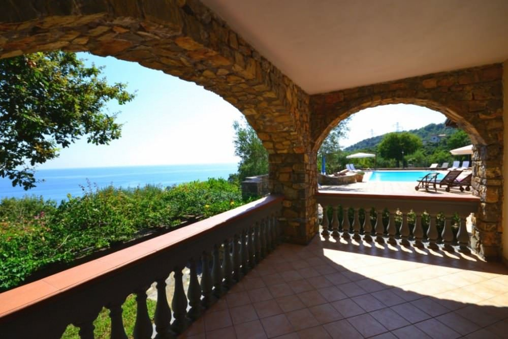 Villa with swimming pool at the seaside near Salerno