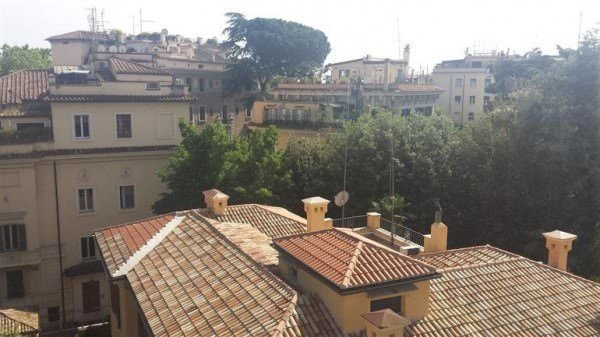 Building in Parioli for rent