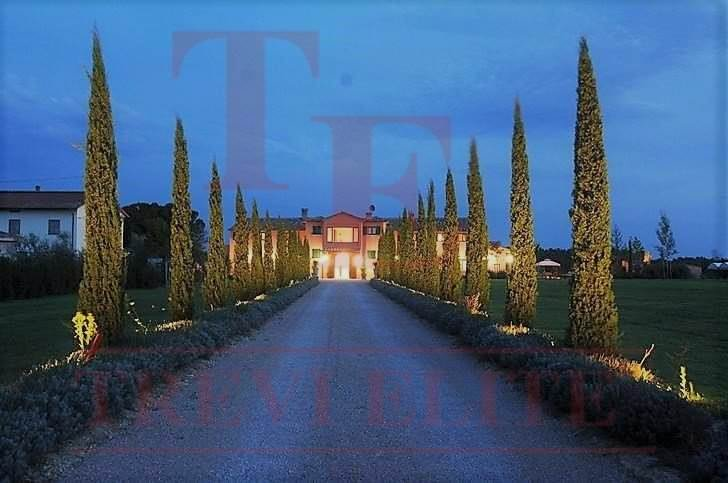 LUXURY VILLA located on the border of TUSCANY and UMBRIA